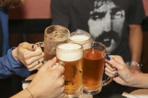 アルコールの摂取はホルモン分泌を乱す最大の因子なのでバセドウ病では控える