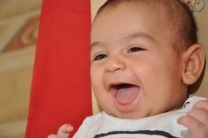 ココナッツオイルは赤ちゃんのマッサージや保湿に使う