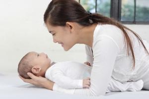 子どもに知的障害があってもお母さんが責任を感じてふさぎ込む必要はない、思いっきり愛情を注いて根気強いサポートを