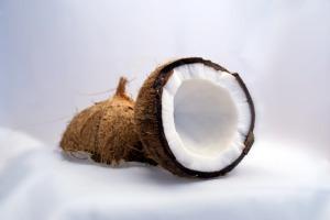 ココナッツオイルって何?