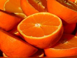 生理痛を緩和すると言われている食べ物オレンジ