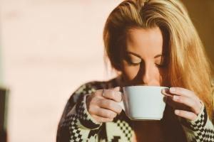 妊娠後期の肋骨痛には白湯とストレッチ