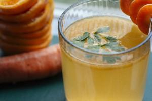 朝食抜きプチ断食あるいは量を軽く生野菜ジュースなどで