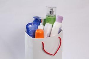 肌質に合っていない化粧品や合成界面活性剤入りの洗顔フォームの使い過ぎも肌荒れの原因