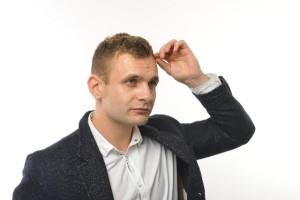 男性のM字はげの原因の90%以上はAGA=Androgenetic Alopeciaの略語で「男性型脱毛症」