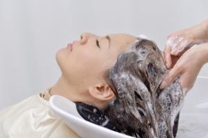 脂漏性皮膚炎の対処法…しっかりシャンプー