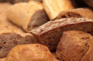 セリアック病は小麦などのグルテンが自身の小腸などにダメージを与える自己免疫型疾患
