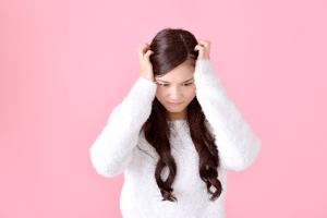 排卵期の頭痛の原因は女性ホルモン