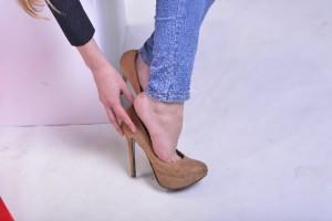 靴のデザインやサイズを見直す