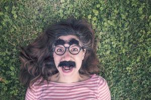 女の髭の原因はストレスや不規則な生活…生活も身体も男性化していっている!?