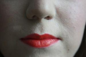 口角を下げていると美容にも悪いし不機嫌そうに見えて損!