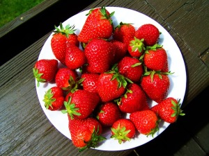 red-strawberries-781124_640