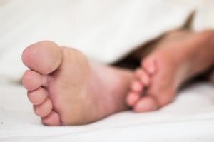 疲れが取れない起きられない寝付けない…病気が隠れているかもしれません