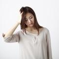 偏頭痛と吐き気はセットでやってくるのは一体何故?症状が酷い場合には頭痛外来を受診しましょう。