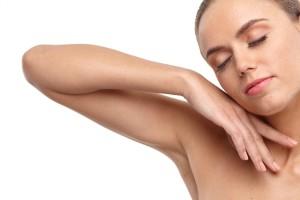 肘の黒ずみの一番の原因は色素沈着