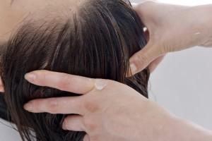 オリーブオイルで頭皮皮脂の汚れ落とし
