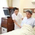 介護疲れでうつ病にならないために介護サービスを利用しましょう。一人の時間を作ることも大切です。