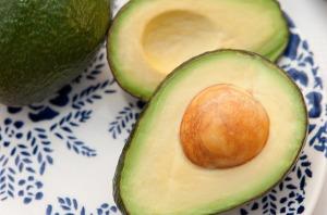 食べ過ぎた日の脂肪の分解にはアボカド