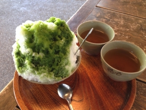 温かいものと一緒に、もしくはゆっくり食べることでアイスクリーム頭痛を予防