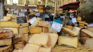 以外なところでは、チーズなどの乳製品も髪にいい食材です