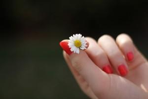 指毛のないきれいな指に
