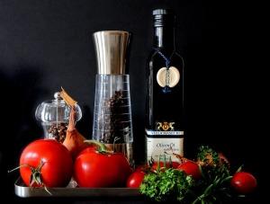 油はリコピンの吸収を助けるのでトマト+オリーブオイルの組み合わせがおすすめ