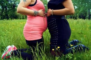 妊婦さんのお腹に触ることで、自分も妊娠できる