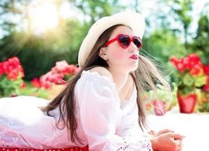 もち肌ケアにはサングラス,帽子,日焼け止めなどの紫外線対策は万全に