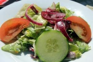 ローフードダイエットの方法はサラダなどの加工されていない