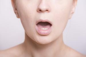 妊娠後期の口内炎