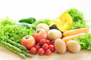 月経前症候群(PMS)を改善するためには、栄養バランスのとれた食事をすることが大切