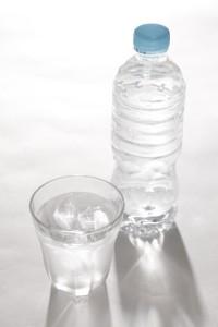 できるだけ冷たい水を飲んで冷やしましょう