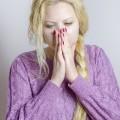 妊娠中期の吐き気はなぜ起こる?妊娠中期の吐き気の原因と対処法