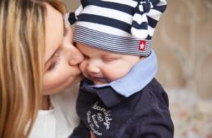 笑顔を向けることで赤ちゃんの脳は著しく発達する