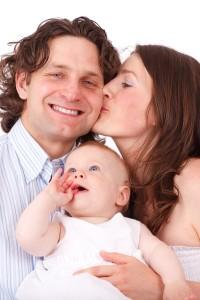 家族で育児を行う