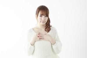 妊娠初期に胸が張る原因はホルモン