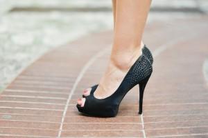 足の締め付け等でで起こるモートン病
