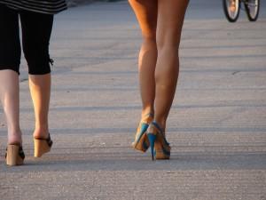 ハイヒールで脚痩せするには、歩き方も大切!
