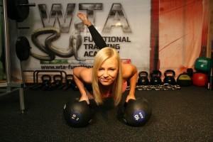 大胸筋を鍛える運動をすることがポイント