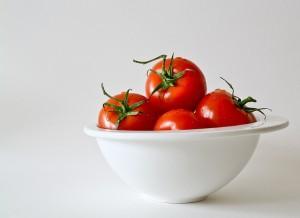 赤ちゃんにはトマトやナッツ類は食べさせてはいけない