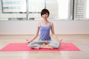 月経前症候群はストレッチや軽い運動等で改善します