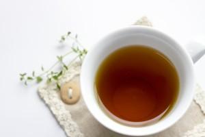 お茶を飲んで月経前症候群を緩和