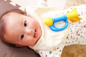 新生児の顔の赤みは健康のサイン?
