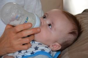 赤ちゃんの下痢や感染症では水分補給をしましょう