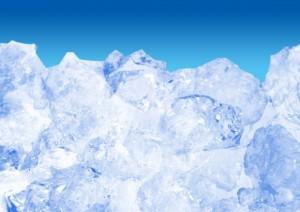 首を氷で冷やす