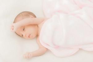 赤ちゃんの首すわりを確認