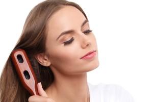 正しい髪のブラッシング方法を行っていますか