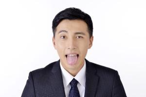 舌のサイドに歯型がついていませんか