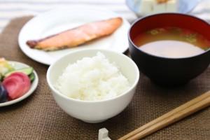 体脂肪率を減らす食事は栄養バランスの整ったカロリーを抑えた食事