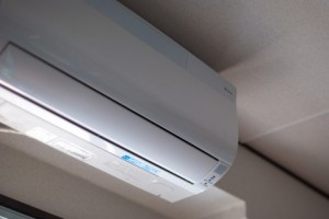 現在はエアコンが発達しているため身体の調節機能の働きが使われなくなり低体温の人が増えてきてしまった